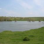 Противоположный берег Днестра. Вид с дамбы.