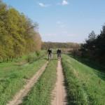 Два странника-всадника (Дима и Вова) на своих добрых железных конях догоняют основную команду.