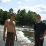 Гордые Паша и Дима возле водопада. :)