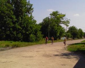 Подъезжают велосипедисты