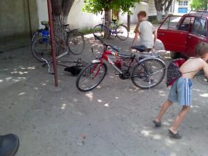 Парковка велосипедистов в Буторе