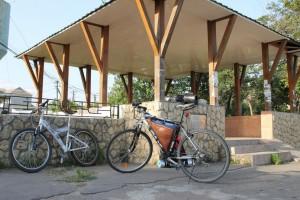 велосипеды у колодца
