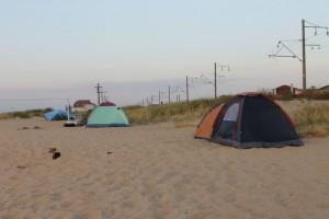 Палатки путешественников у Чёрного Моря