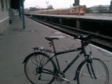 Одинокий велосипед на ж/д станции Кишинёва