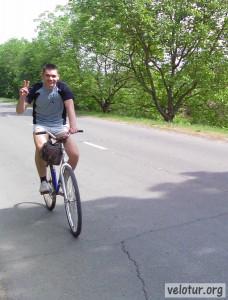 Улыбающийся велосипедист - ездить на велосипеде это весело!