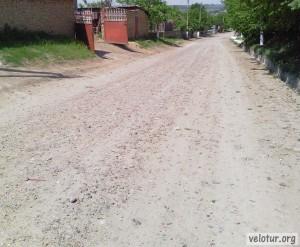 Главная дорога в Калфе в нижней части села