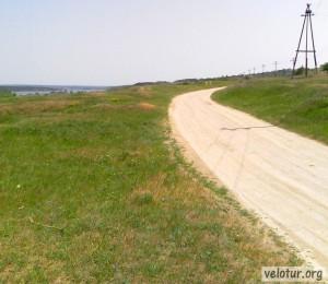 Дорога из Калфы в сторону озера Салаш