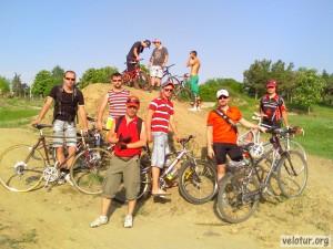 Общий снимок велосипедистов на дёрте