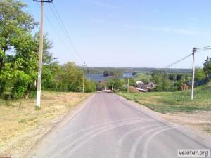 Остров на Днестре с центральной улицы Шерпен