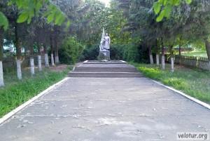 Памятник советским воинам освободителям в селе Телица