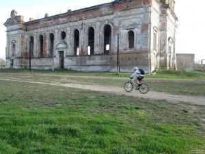 Велосипедист и кирха