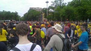 Стоим в очереди на регистрацию в Велохоре