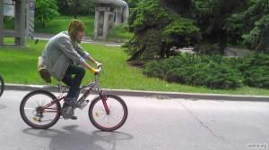 Фрик-танкист на велосипеде