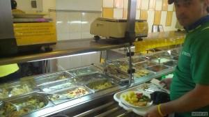 Приднестровские велосипедисты в очереди за едой