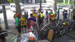 Разбираем велосипеды с импровизированной стоянки велосипедов