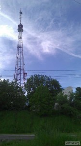 Вышка и параболическая антенна