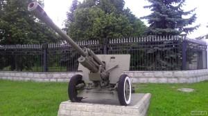 Пушка у въезда в здание Министерства обороны РМ
