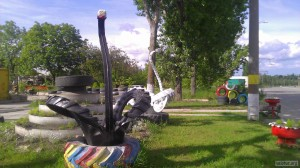 Лебеди из шин у шиномонтажа