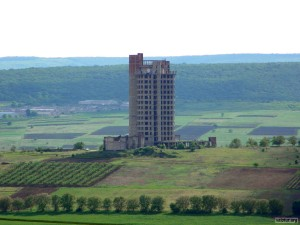 Башня Виноделов, вид из далека