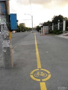 Размечена велодорожка на тротуаре