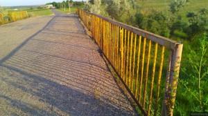 Ржавый мост через мелиоративный канал